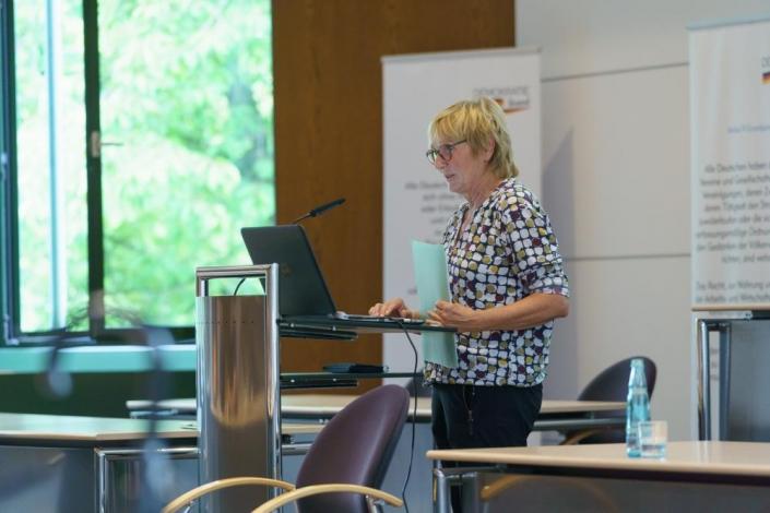 Ursula Müller stellt die Arbeit des Netzwerks vor