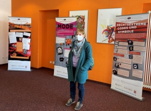 Ursula Müller bei Ausstellungseröffnung